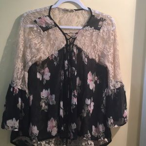 Tops - 🔥PRICE DROP🔥 Sheer and Lace Woman's Large Top
